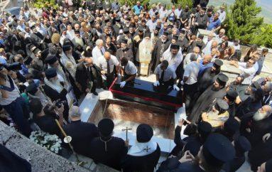 Η ταφή του Μητροπολίτη Φθιώτιδος Νικολάου