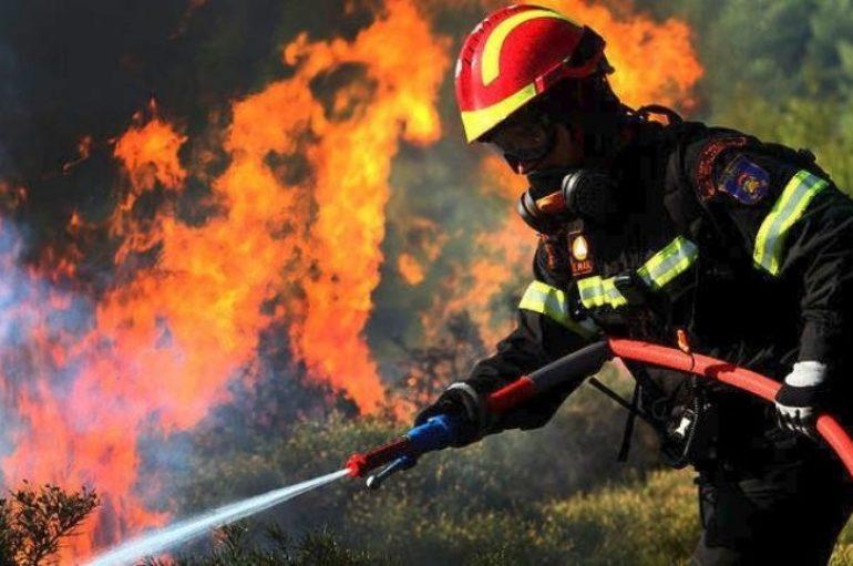 Πυρκαγιά σε εξέλιξη πλησίον της Ι. Μονής Γοργοεπηκόου Μάνδρας