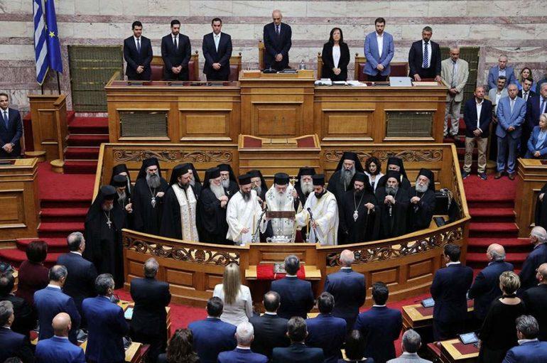 """Αρχιεπίσκοπος Ιερώνυμος σε Βουλευτές: """"Από καρδιάς καλή δύναμη"""""""