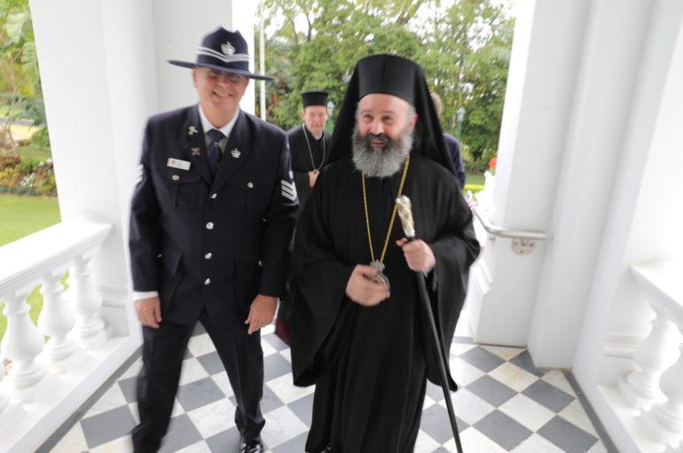 Ο Αρχιεπίσκοπος Αυστραλίας Μακάριος στον εκπρόσωπο της Βασιλίσσης