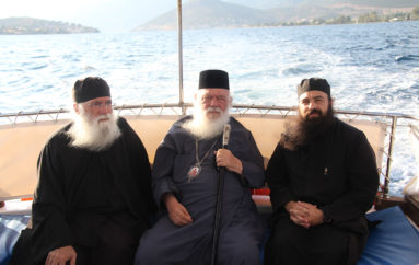 Ο Αρχιεπίσκοπος Ιερώνυμος στα Τριζόνια Φωκίδος
