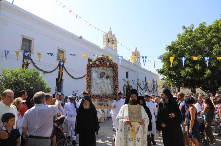 Η Πάρος υποκλίθηκε στην Πολιούχο της Παναγία Εκατονταπυλιανή