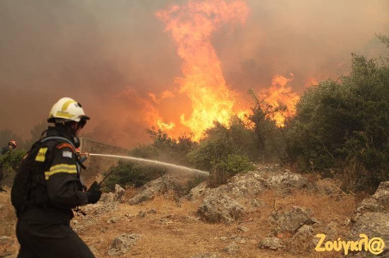 Δύο εκκλησίες κάηκαν στην Εύβοια
