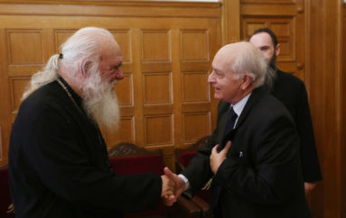 O Δήμαρχος Φιλοθέης και o Γεν. Γραμμ. Υπ. Παιδείας στον Αρχιεπίσκοπο