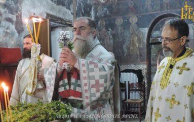 Ύψωσις του Τιμίου Σταυρού στην Ιερά Μητρόπολη Άρτης