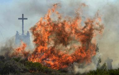Εκκενώθηκαν Ιερές Μονές στο Λουτράκι