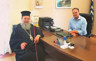 Εθιμοτυπική επίσκεψη του Μητροπολίτη Ιερισσού στο Δήμαρχο Αριστοτέλη