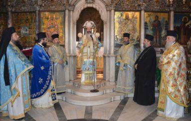 Ο Μητροπολίτης Φθιώτιδος στον Πανίερο Ναό της Μεγαλόχαρης στην Τήνο