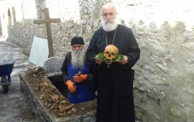 Εκταφή των εκτελεσθέντων Πατέρων της Ι. Μονής Παναγίας Καλαμούς Ξάνθης