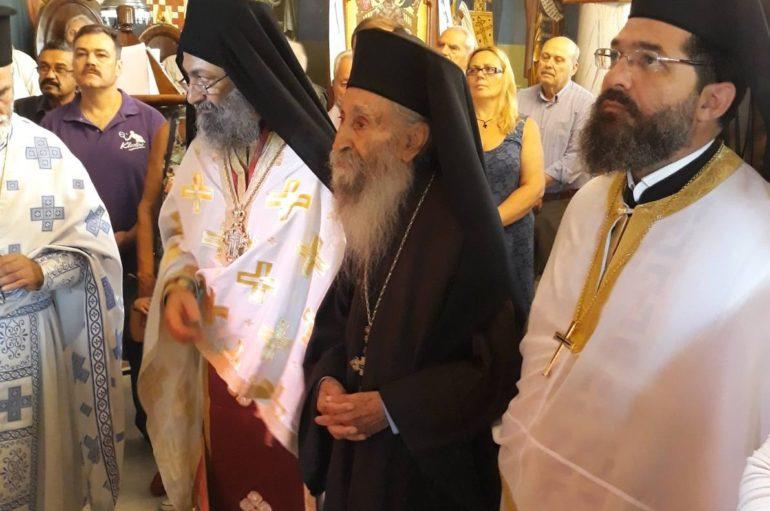 Ο Μητροπολίτης Περιστερίου τίμησε πολιό κληρικό της Μητροπόλεως