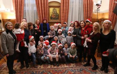 Χριστουγεννιάτικα παραδοσιακά τραγούδια και κάλαντα στον Αρχιεπίσκοπο