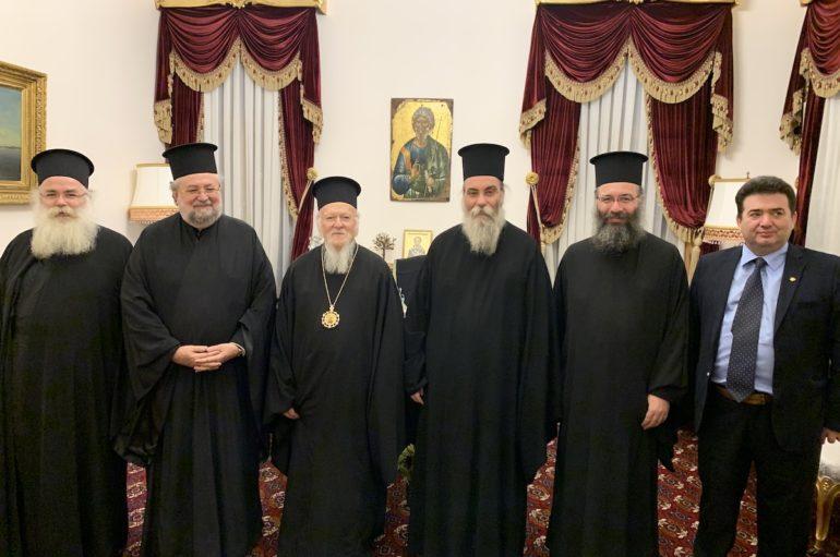 Αρχιερείς της Κρήτης και ο Αρχιεπίσκοπος Μακάριος εκ της Σιωνίτιδος Εκκλησίας στο Οικ. Πατριαρχείο