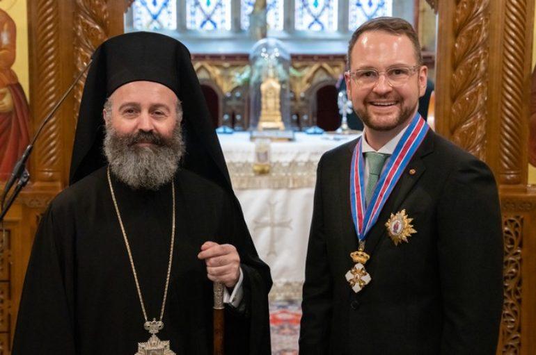 Ο Αρχιεπίσκοπος Αυστραλίας απένειμε Μετάλλιο στον Γερουσιαστή Andrew Bragg