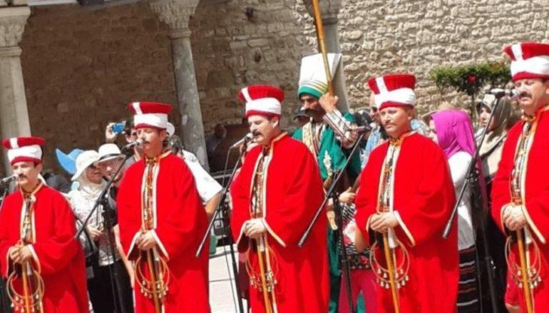 Οθωμανικές φιέστες μπροστά σε εκκλησία στη Θεσσαλονίκη