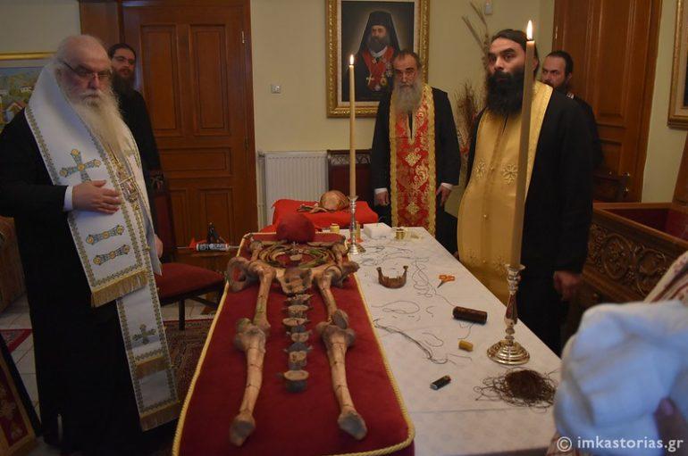 Ετοιμασία της λάρνακας του Αγ. Ιερομάρτυρος Βασιλείου στην Ι. Μ. Καστορίας