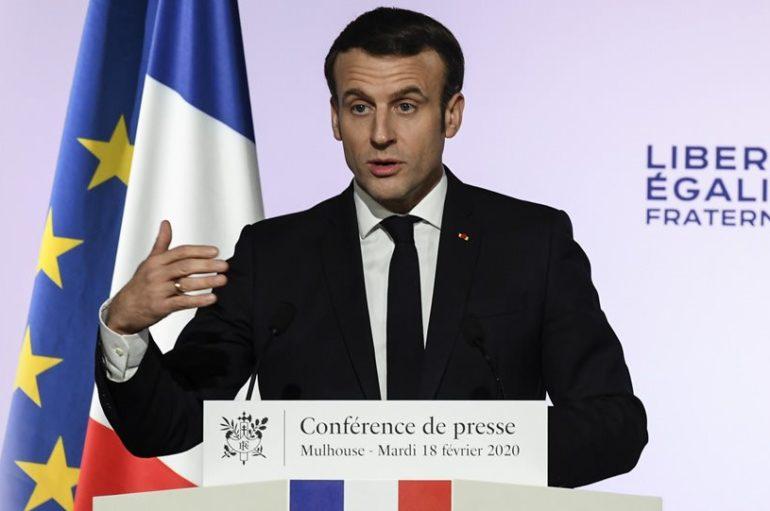 Ο Μακρόν ξεκινά «πόλεμο» κατά των ιμάμηδων στη Γαλλία