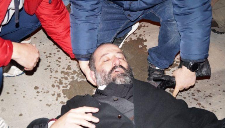Λιποθύμησε Ιερέας στη Χίο σε επεισόδια με τα ΜΑΤ