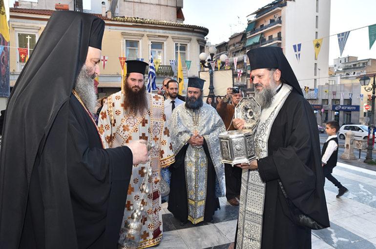 Ο Πειραιάς υποδέχθηκε την Τιμία Κάρα του Αγίου Προκοπίου