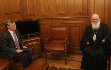Ο Αρχιεπίσκοπος συναντήθηκε με τον λοιμωξιολόγο Σωτήρη Τσιόδρα
