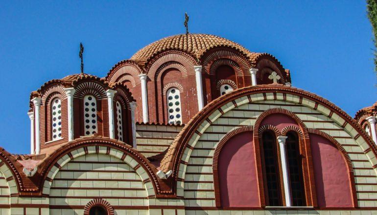 Ψάλτης θετικός στον κορωνοϊό και σε καραντίνα δύο ιερείς στην Κύπρο