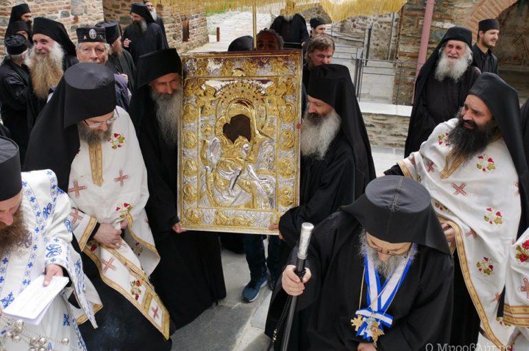 """Οι Καρυές του Αγίου Όρους λιτάνευσαν την Παναγία """"Άξιον Εστί"""""""