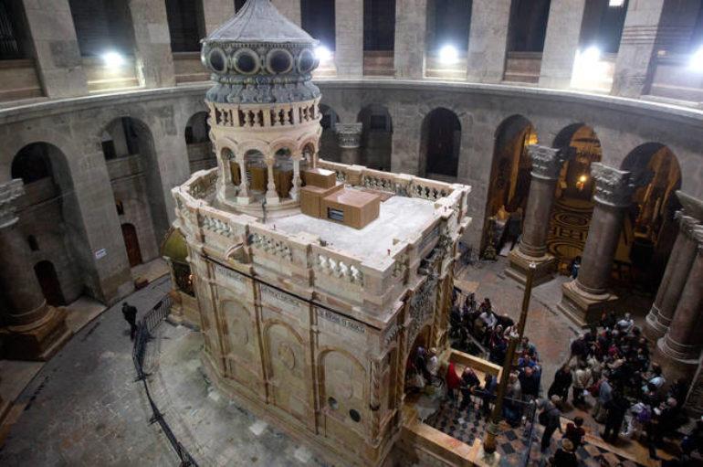 Η τελετή Αφής του Αγίου Φωτός από τον Πανάγιο Τάφο στα Ιεροσόλυμα