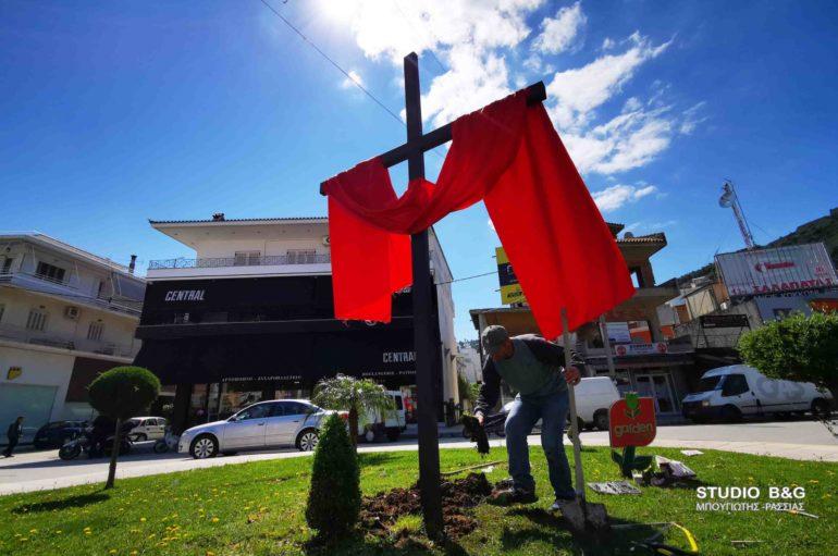 Σταυρό τριών μέτρων ύψωσαν στην πόλη του Ναυπλίου