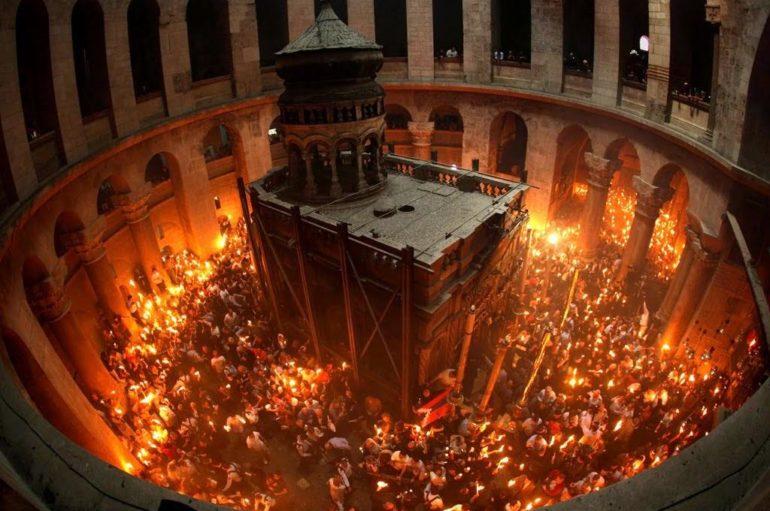 Κατ' οίκον διανομή του Αγίου Φωτός στη Ρουμανία