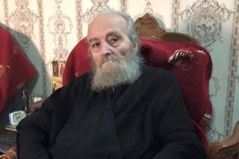 """Ο πρώην Πατριάρχης Ιεροσολύμων Ειρηναίος ψάλλει το """"Χριστός Ανέστη"""""""