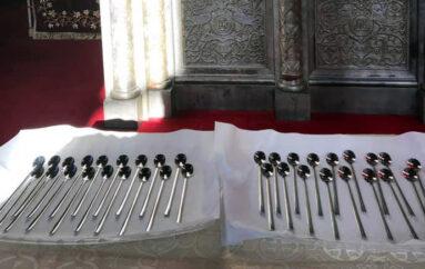 Θεία Μετάληψη με διαφορετικές λαβίδες στην Αρχιεπισκοπή Αμερικής
