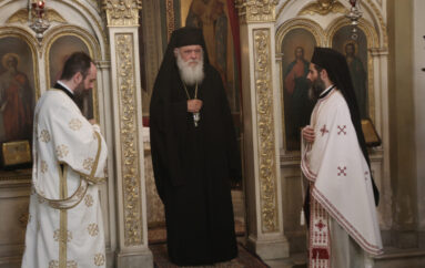 Ο Αρχιεπίσκοπος στο Ιερό Παρεκκλήσιο του Αγίου Ανδρέα