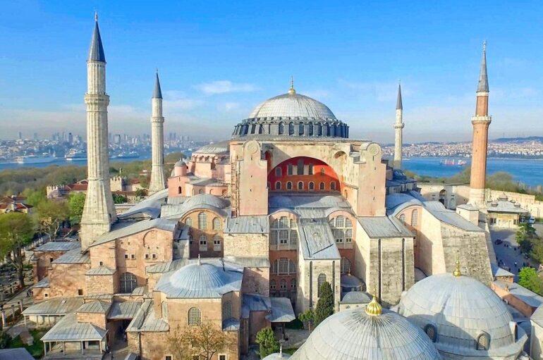 Τουρκικά δημοσιεύματα θέλουν την Αγία Σοφία να μετατρέπεται σε τέμενος