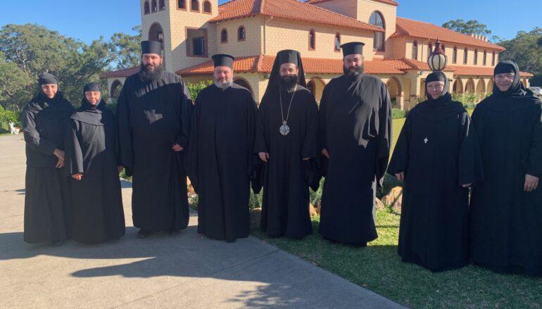 Ο Επίσκοπος Μελόης στην Ι. Μ. Τιμίου Σταυρού Μάνγκροβ της ΝΝΟ