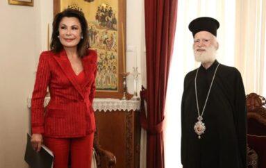 Στον Αρχιεπίσκοπο Κρήτης Ειρηναίο η Γιάννα Αγγελοπούλου