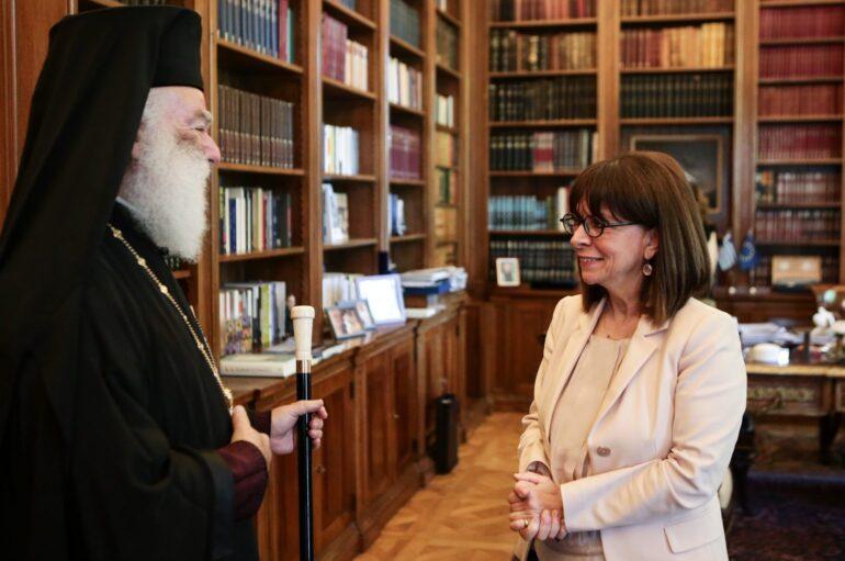 Ο Πατριάρχης Αλεξανδρείας Θεόδωρος στην Πρόεδρο της Δημοκρατίας