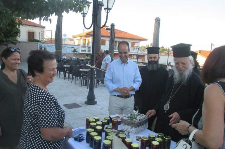 Έκθεση τοπικών προϊόντων επισκέφθηκε ο Μητροπολίτης Καρυστίας