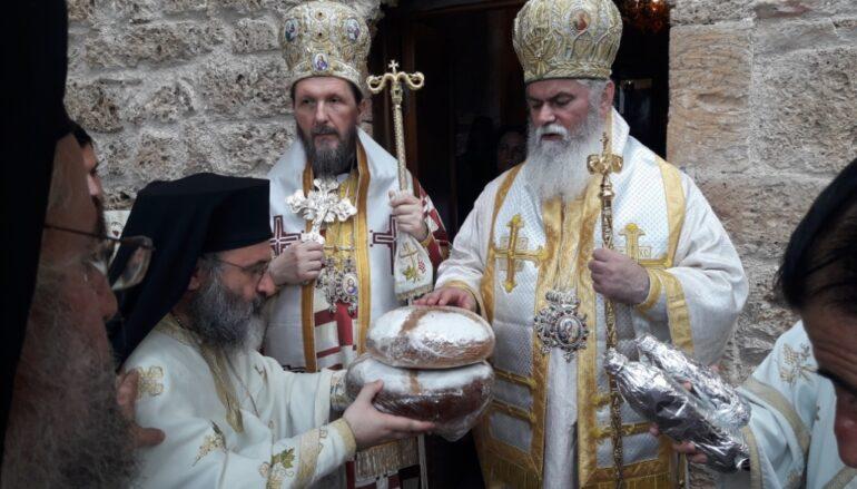 Δισαρχιερατική Θεία Λειτουργία στη σκήτη του Οσίου Λεοντίου