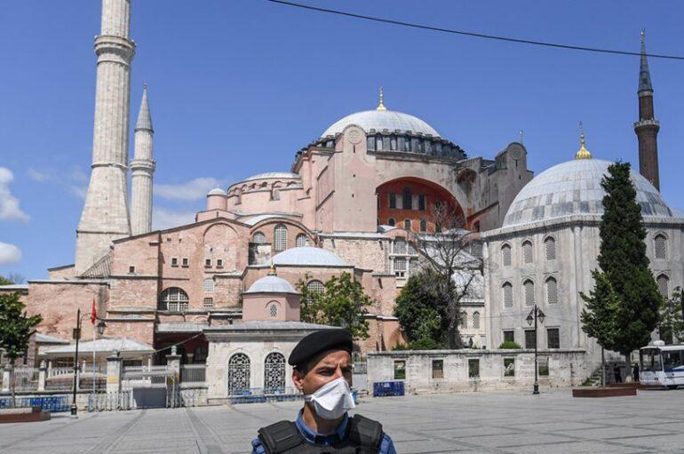 Η Τουρκία προετοιμάζει την Αγία Σοφία για μουσουλμανική προσευχή
