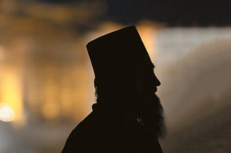 Ο θάνατος του «εμποράκου» – Οι ιερείς πωλητές βιβλίων δεν ανήκουν στο εκκλησιαστικό σώμα