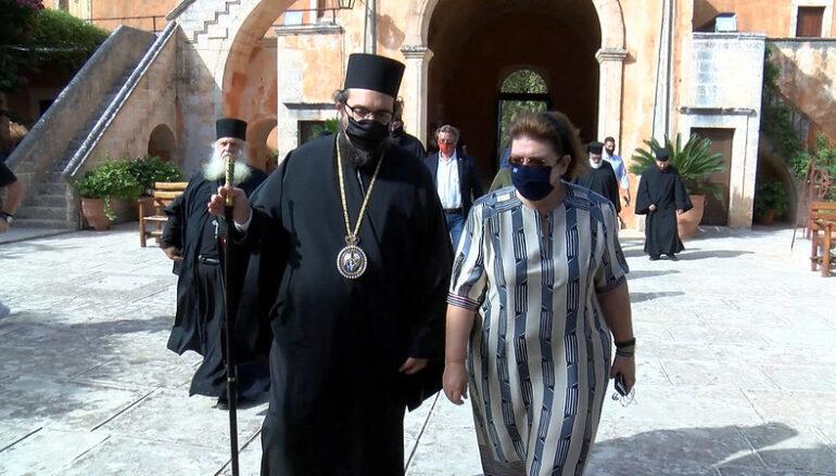 Η Υπουργός Πολιτισμού στην Ιερά Μονή Αγίας Τριάδος των Τζαγκαρόλων Χανίων