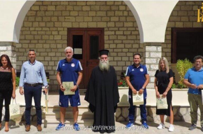 Ο Αρτινός παλαίμαχος ποδοσφαιριστής Αντώνης Νικοπολίδης στον Μητροπολίτη Άρτης
