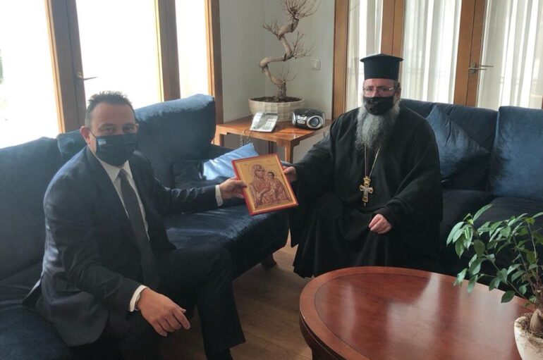 Συνάντηση ΥΦΕΞ Κ. Βλάση με τον νέο Έξαρχο του Παναγίου Τάφου στην Ελλάδα
