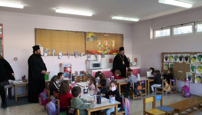 Διανομή γραφικής ύλης σε πλημμυροπαθείς μαθητές της Καρδίτσας