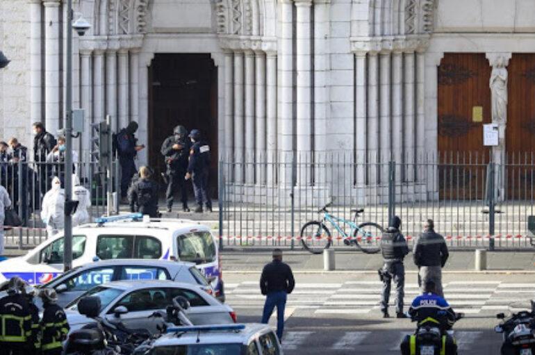 Τρομοκρατική επίθεση στη Γαλλία: Αποκεφαλίστηκε γυναίκα – Τρεις νεκροί
