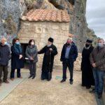 Ο Μητροπολίτης Κορίνθου με φορείς για την αποκατάσταση της Ι. Μ. Βράχου