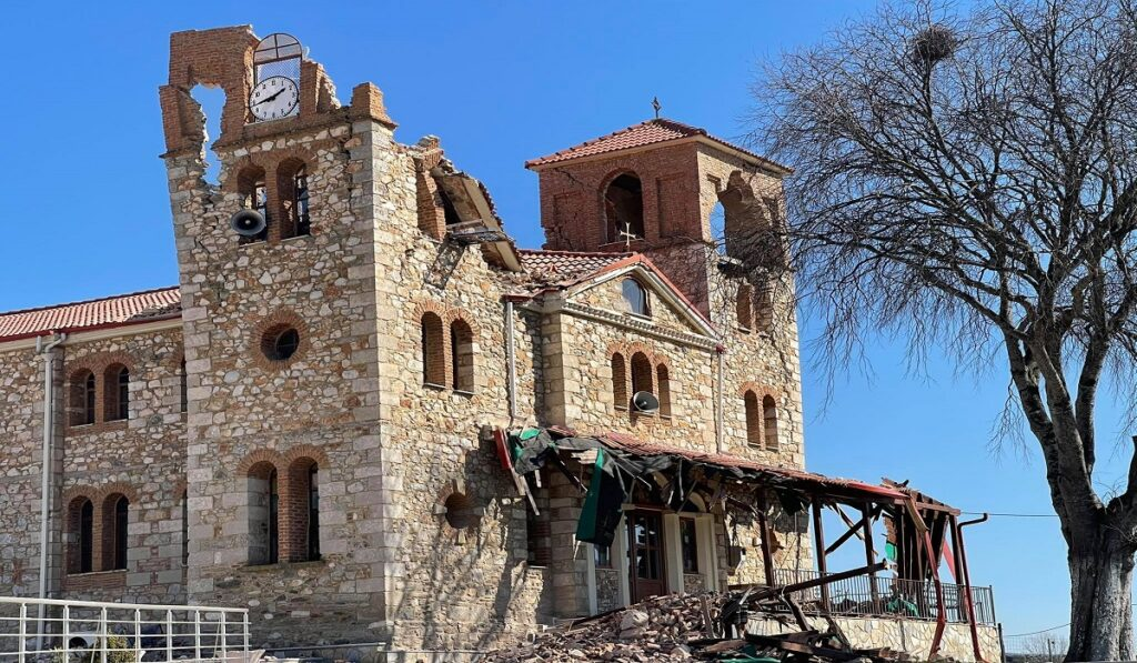 Σεισμός: Κατέρρευσε το καμπαναριό του Ι. Ναού Αγ. Δημητρίου Μεσοχωρίου Ελασσόνας