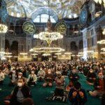 Αγία Σοφία: Χιλιάδες μουσουλμάνοι στην ομαδική προσευχή για το Μπαϊράμι